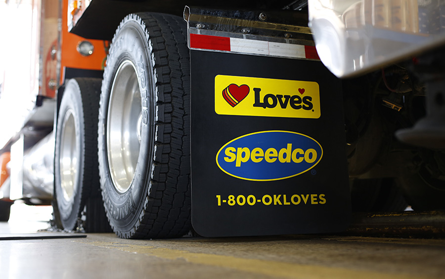 Love's offers many truck services at Truck Tire Care Centers and Speedco