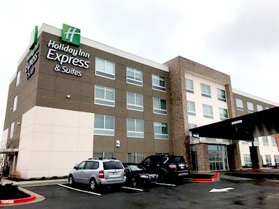 Stay at our Holiday Inn Express & Suites in Chanute, Kansas