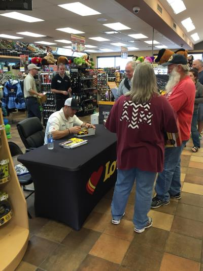 Gilly sign autographs in Rhome Texas