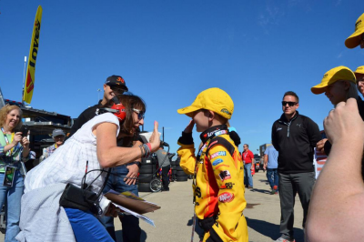 clair b lang high fives miracle child at chicagoland
