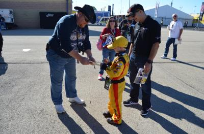 miracle child signs autographs at chicagoland