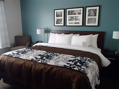Cumberland Maryland hotel bedroom