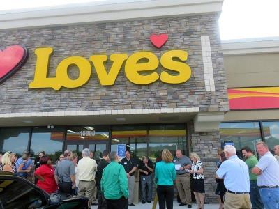 Ribbon cutting at Love's in Davenport, Florida