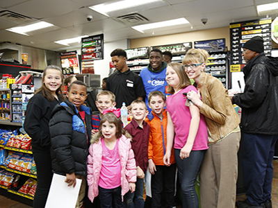 loves customers take photo with thunder players