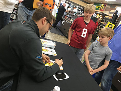 landon cassill sign autographs at loves