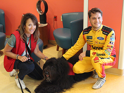 therapy dog with landon cassill at chicago children's hospital