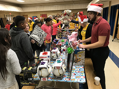ridgeview students picking christmas gifts